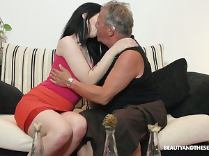 Pulchritudinous brunette Sheril Blossom blows older sponger in 69 position