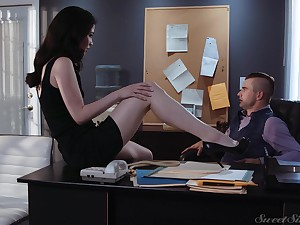 Sex-starved secretary Evelyn Claire spreads toes improvement her young boss