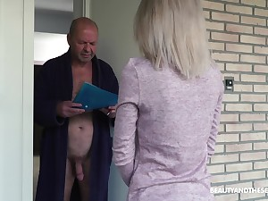 Having visited older neighbor on the level beauty Missy Luv gives a conscientious head