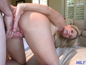 Considerate housewife India Summer invites guest to penetrate her mouth and pussy