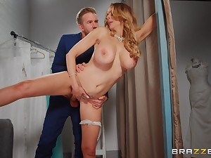 Busty mommy spreads be worthwhile for the big and juicy cock