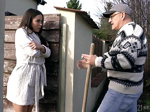 Sex-appeal brunette Anastasia Brokelyn gets intimate with old panhandler