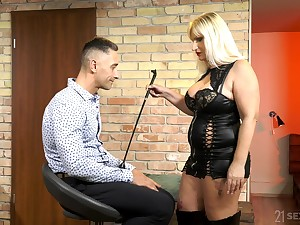 Mature escort mistress Anna Valentina bangs young submissive lady's man